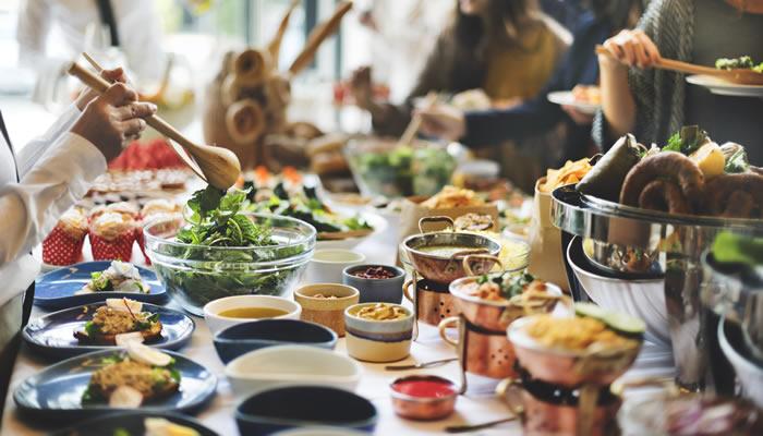 Cena con amigos con servicio de catering