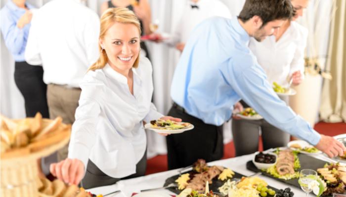 Organizar cena de empresa perfecta